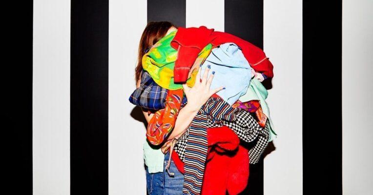 soyez riche en vendant de la mode usagée en ligne ou en essayant de pleurer http://strassetpaillette.fr