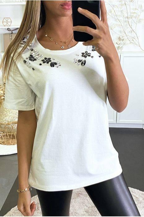 t-shirt blanc à strass en verre cousu sur le col hauts strass & paillettes hauts strass & paillettes femme vêtements