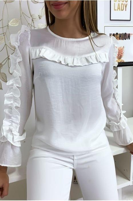 blouse-blanche-matiere-brillante-avec-froufrou-au-buste-et-aux-manches